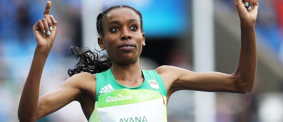 Etiopka Almaz Ayana pobiła rekord świata w biegu na 10 000 m wynikiem 29.17,45 w pierwszy lekkoatletycznym finale igrzysk olimpijskich w Rio de Janeiro. Poprawiła o ponad 14 sekund poprzedni najlepszy wynik, należący od 23 lat do Chinki Junxia Wang.