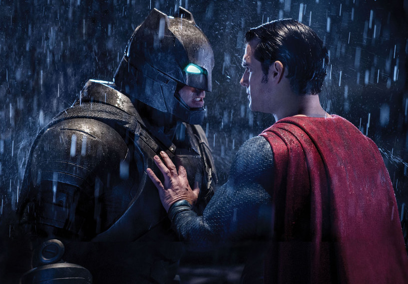 """Galapagos Films, wyłączny dystrybutor produkcji studia Warner Bros. na Blu-ray 3DTM, Blu-rayTM i DVD, wprowadza na polski rynek ofertę filmów w rozdzielczości 4K na Ultra HD Blu-ray. Już 17 sierpnia, wraz z premierą na Blu-ray 3D, Blu-ray i DVD hitu kinowego """"Batman v Superman: Świt sprawiedliwości"""" w najwyższej jakości odtwarzania, dostępne będą również cztery wyselekcjonowane tytuły z portfolio studia Warner Bros."""
