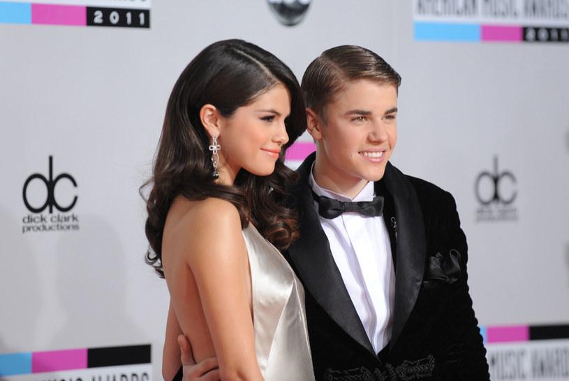 Była para nieoczekiwania postanowiła publicznie rozpocząć pranie brudów. A wszystko zaczęło się od zdjęć Justina Biebera z nową dziewczyną.