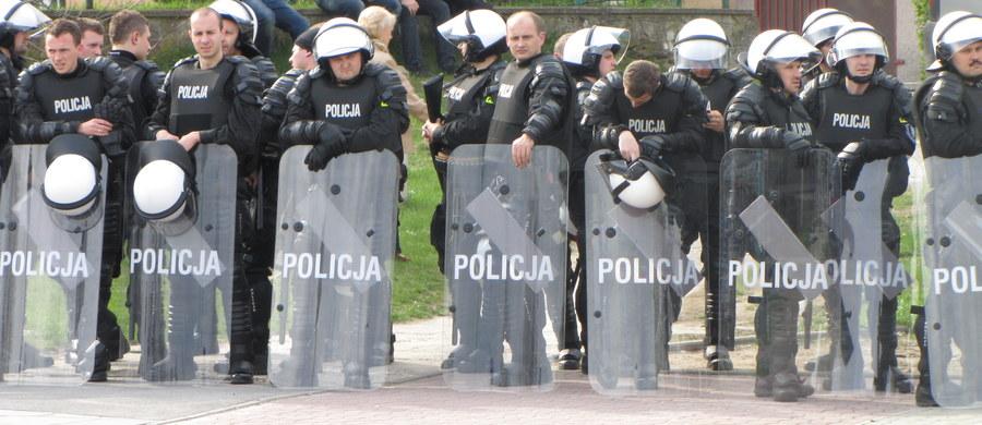Specjalna grupa policjantów zajmie się wyjaśnieniem sprawy wczorajszych zajść z pseudokibicami w Katowicach. Burdę wywołali sympatycy Ruchu Chorzów, którzy wracali z meczu z Krakowa. Grupę funkcjonariuszy powołał tamtejszy komendant miejski policji.