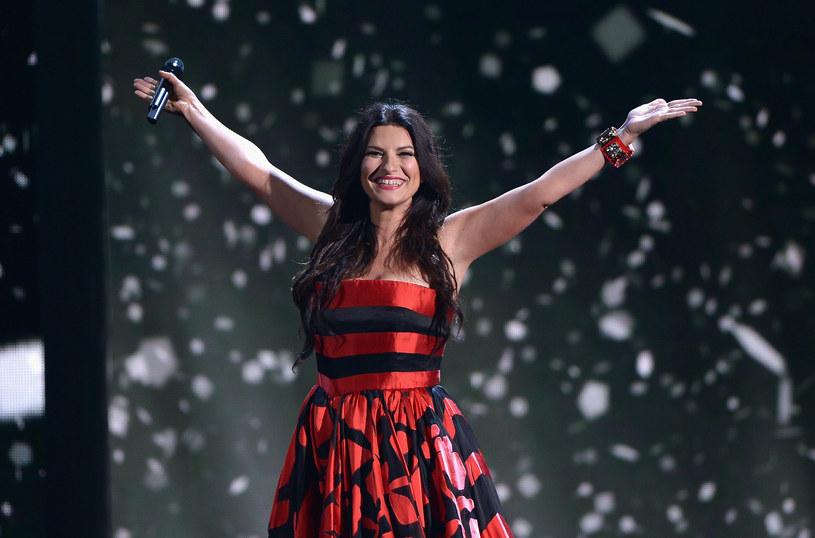 """Włoska wokalistka, Laura Pausini, spełniła marzenie swoich fanów, """"udzielając im ślubu"""" podczas koncertu w Meksyku, w piątek, 12 sierpnia."""