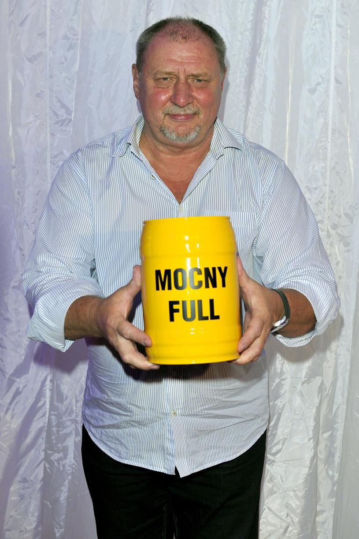 """Zagrał w ok. 150 filmach, serialach i spektaklach Teatru Telewizji. Od 1999 r. jest związany ze """"Światem według Kiepskich"""". Do roli Ferdka, która przyniosła mu ogromną popularność, ma spory dystans - podobnie zresztą jak do siebie samego."""
