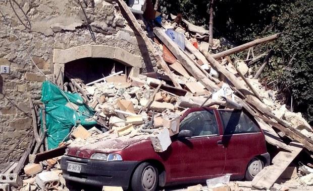 Co najmniej 120 osób zginęło w trzęsieniu ziemi do jakiego doszło dziś nad ranem w środkowych Włoszech. Trzęsienie o sile 6,2 w skali Richtera spowodowało zawalenie się części miasta. Pod gruzami mogą być uwięzione setki osób. Jak podał polski MSZ, nie ma informacji, by wśród ofiar byli Polacy. Śledźcie naszą relację minuta po minucie!