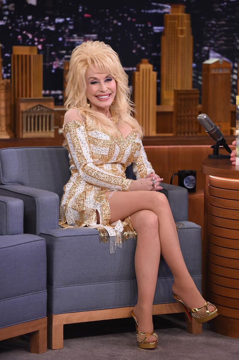 """Dolly Parton odegra rolę prostytutki w kolejnej części filmu """"Coat of Many Colors""""""""."""