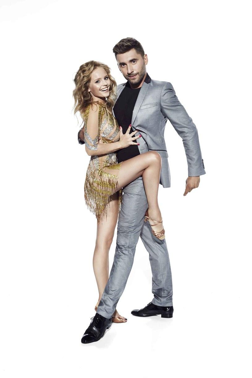 Przed nami 6. sezon tanecznego show. Prezentujemy wszystkie jedenaście wyjątkowych par, w tym kilku debiutujących tancerzy-trenerów, którzy staną do pojedynku o zwycięstwo. Jesteście gotowi? Start!