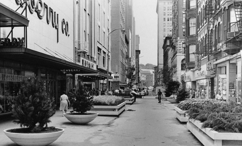 Najstarsza galeria handlowa w USA położona jest w Providence w stanie Rhode Island. Po raz pierwszy otworzyła swe drzwi dla kupujących prawie dwa wieki temu, bo w 1828 roku! Od razu stała się jednym z głównych domów handlowych w kraju. Kiedy ostatecznie zamknęła swe handlowe podwoje, postanowiono wykorzystać ją na miniapartamenty.