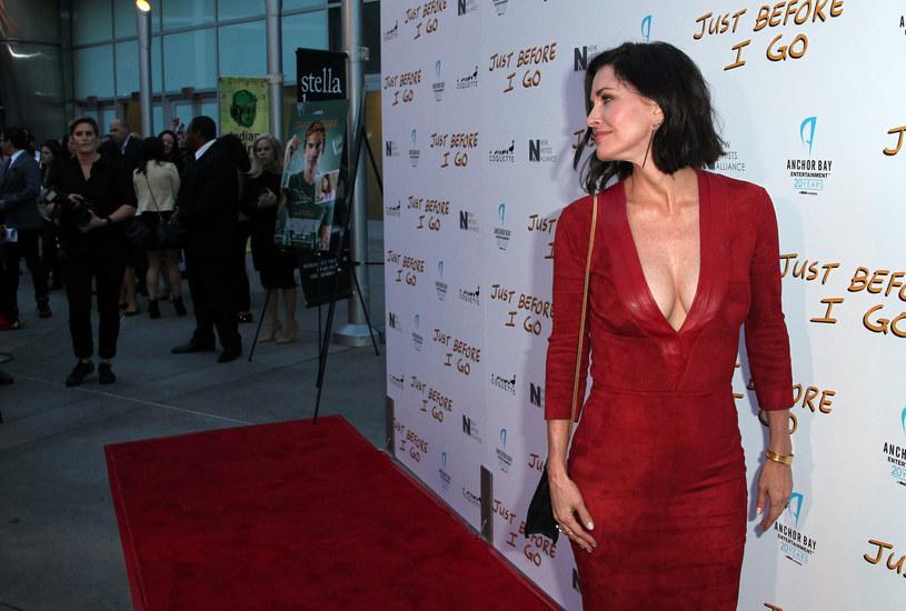 """""""Starzenie się nie jest łatwe. Ale odrobiłam swoją lekcję"""" - powiedziała w wywiadzie dla NBC Courteney Cox, przyznając, że żałuje operacji plastycznych. To kolejna gwiazda, która mówi szczerze o panującej w Hollywood presji młodości."""