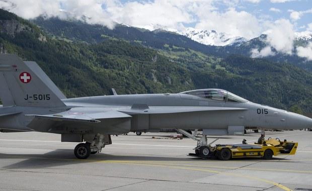 Szwajcarski samolot wojskowy, który zaginął wczoraj w czasie manewrów w środkowej części kraju, został odnaleziony. Myśliwiec jest rozbity. Nie ma natomiast śladu po pilocie.