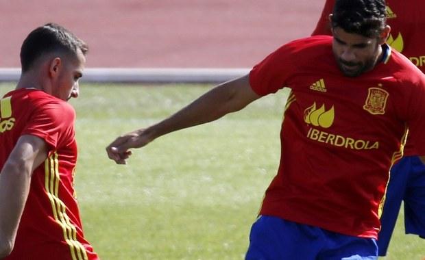 Napastnik reprezentacji Hiszpanii Paco Alcacer przechodzi z Valencii do Barcelony. Mistrz Hiszpanii zapłacił za niego 30 milionów euro. Piłkarz, który we wtorek skończył 23 lata, podpisał z katalońskim klubem pięcioletni kontrakt.