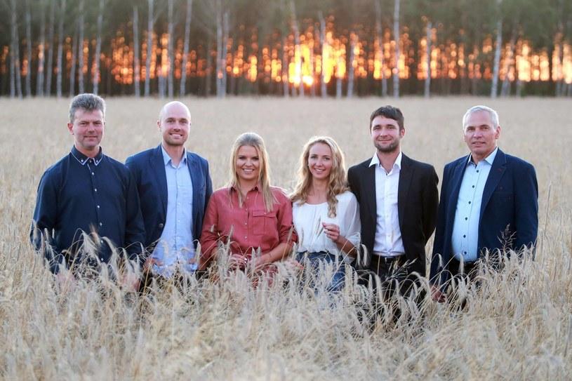 """Już znamy uczestników trzeciej edycji programu """"Rolnik szuka żony"""". Z dziesiątki kandydatów, których widzowie TVP1 poznali przed wakacjami, do telewizyjnej produkcji weszło czterech rolników i jedna rolniczka - to oni otrzymali najwięcej listów."""