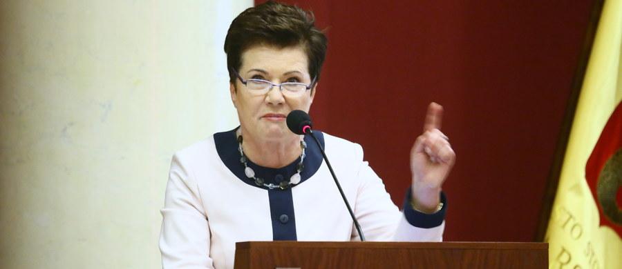Sytuacja w stolicy w związku z nieprawidłowościami przy reprywatyzacji oraz plany kierownictwa partii złożenia w Sejmie wniosku o odwołanie minister edukacji Anny Zalewskiej - to tematy posiedzenia zarządu krajowego PO, które rozpoczęło się w Warszawie.