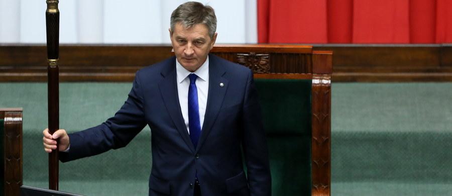 Posłowie odrzucili wniosek Platformy Obywatelskiej o odwołanie marszałka Sejmu Marka Kuchcińskiego. Platforma proponowała na marszałka posła Rafała Grupińskiego. Za odwołaniem Kuchcińskiego opowiedziało się 169 posłów, przeciw było 234, wstrzymało się 28 posłów. Większość bezwzględna konieczna do pozbawienia Kuchcińskiego funkcji marszałka wynosiła 216 głosów.