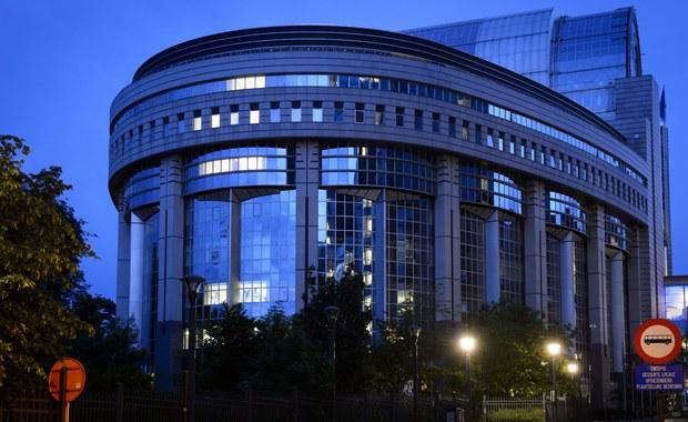 Komisja europarlamentu ds. wolności obywatelskich opowiedziała się za zniesieniem przez Unię Europejską wiz dla obywateli Gruzji i Kosowa. Konieczna jest jeszcze zgoda całego Parlamentu Europejskiego, a także państw członkowskich UE.