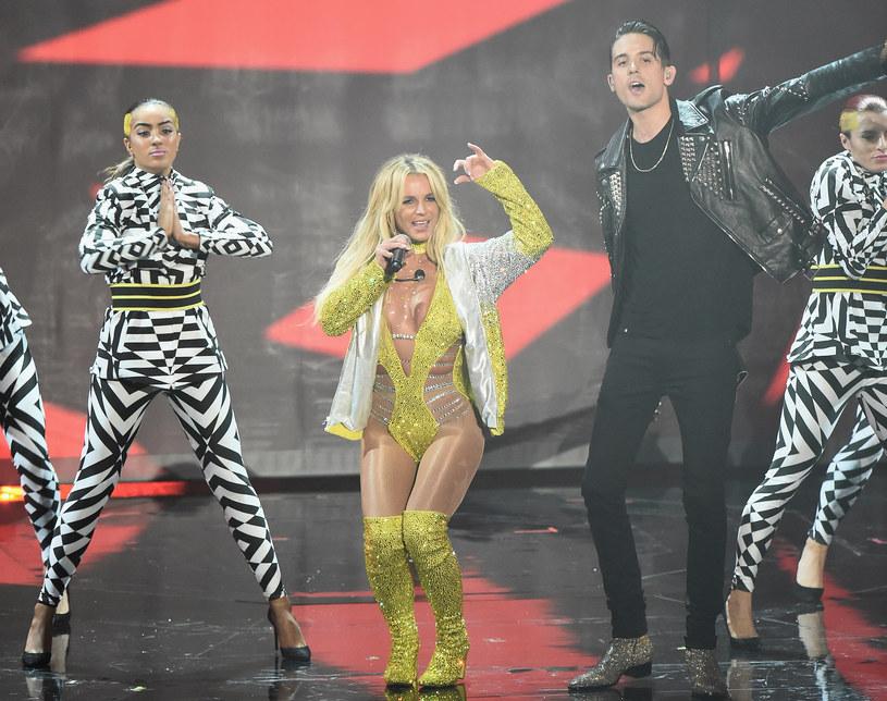 """Menedżer Britney Spears zapewnia, że nie ma niczego szczególnego w tym, że pewne sceny z klipu """"Make Me…"""" zostały wycięte."""