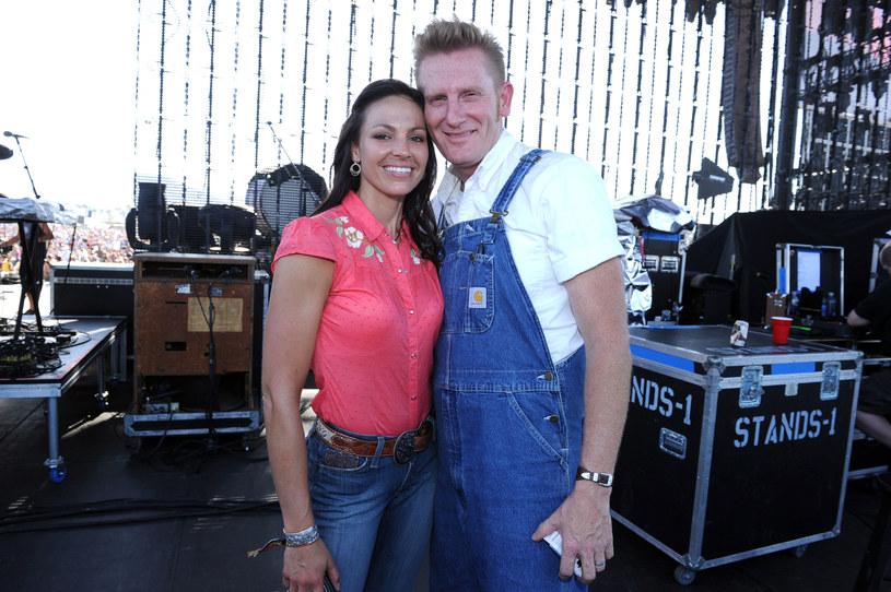 Rory Feek, współtwórca zespołu Joey + Rory oraz muzyk country kończy karierę. Artysta stwierdził, że kontynuowanie kariery bez jego zmarłej żony nie ma sensu.