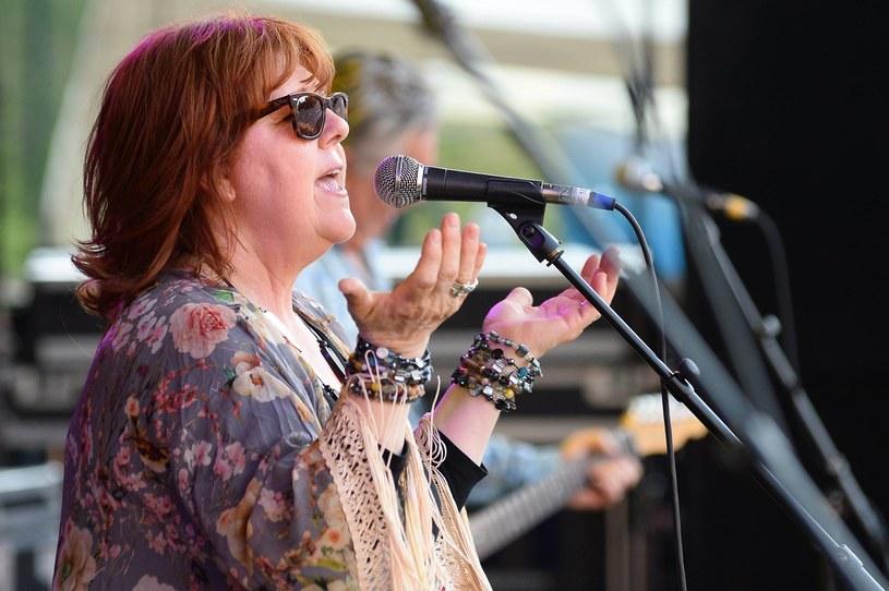 """Pamiętacie wielki przebój """"Moonlight Shadow"""" Mike'a Oldfielda z 1983 roku? To do tej pory najbardziej znany utwór w wykonaniu nieco zapomnianej już szkockiej wokalistki Maggie Reilly, która 15 września kończy 60 lat."""