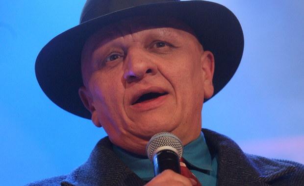 Setki krakowian przybyło na cmentarz na Salwatorze w Krakowie, by pożegnać radnego małopolskiego sejmiku Kazimierza Czekaja. Czekaj zginął w piątek rano w wypadku samochodowym w ubiegły piątek na drodze krajowej nr 94 w Czajowicach. Samochód, którym jechał zderzył się z ciężarówką. Radny miał 60 lat, zostawił żonę i córkę.
