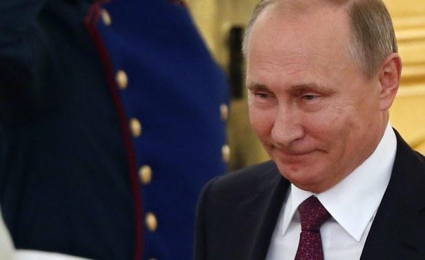 Unia Europejska oświadczyła, że nie uznała nielegalnej aneksji Krymu i Sewastopola przez Federację Rosyjską, dlatego nie uznaje rosyjskich wyborów parlamentarnych na terytorium Półwyspu Krymskiego, które odbyły się w niedzielę. Podobne oświadczenie wydało polskie MSZ.