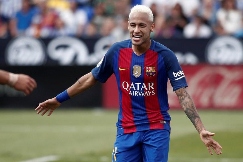 Jeden z najpopularniejszych brazylijskich piłkarzy i napastnik FC Barcelony, Neymar, chce zrobić karierę muzyczną.
