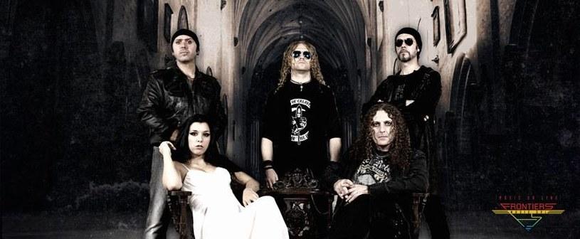 Eternal Idol to nowy zespół z udziałem włoskiego wokalisty Fabio Lione, którego debiutancki album jest już gotowy.