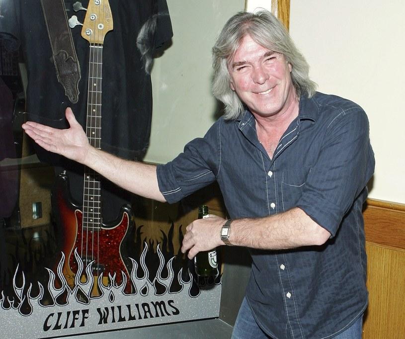Basista zespołu AC/DC Cliff Williams poinformował, że po zakończeniu obecnej trasy koncertowej definitywnie odchodzi na emeryturę. Czy to oznacza koniec legendarnego zespołu?