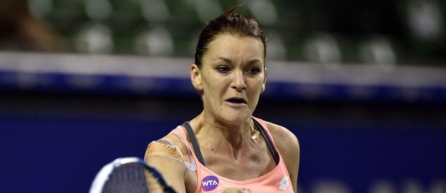 Rozstawiona z numerem drugim Agnieszka Radwańska wygrała z Czeszką Barborą Strycovą 6:3, 3:6, 7:5 w drugiej rundzie turnieju tenisowego WTA Premier w Tokio (pula nagród 885 500 dol.). Przed rokiem krakowianka triumfowała w tej imprezie.