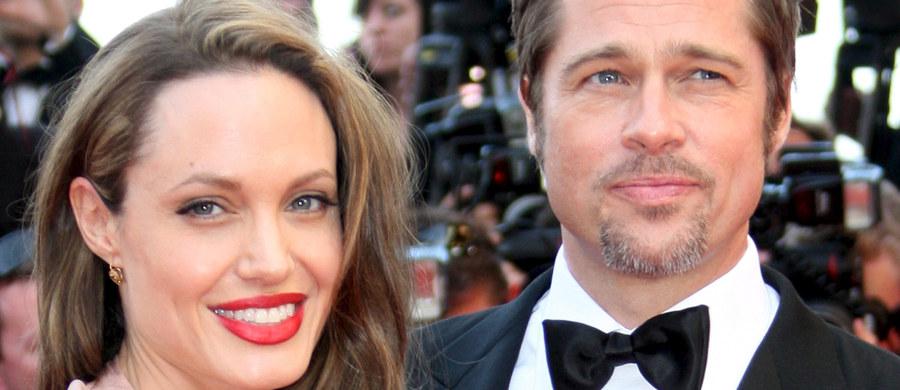Wygląda na to, że informacją o rozstaniu z Angeliną Jolie zaskoczony był... sam jej małżonek - Brad Pitt. O tym, że hollywoodzka piękność wniosła pozew rozwodowy do sądu miał dowiedzieć się w tym samym dniu, czyli we wtorek.