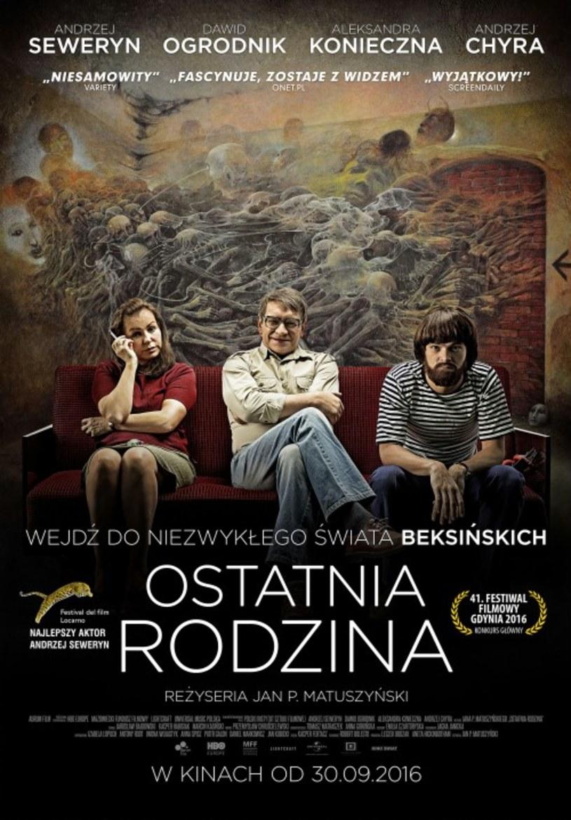 """""""Ostatnia Rodzina"""" to rozgrywająca się na przestrzeni 28 lat warszawska saga słynnej rodziny Beksińskich. Film trafi na ekrany polskich kin 30 września, ale już w ten weekend (23-25 września) sieć Cinema City zaprasza na pokazy przedpremierowe."""