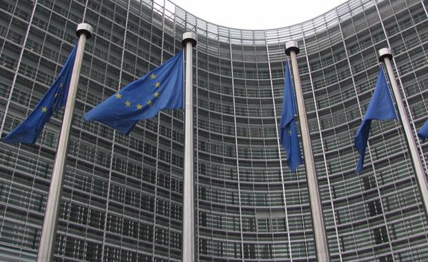 """Parlament Europejski przekazał 600 tysięcy euro partii podejrzewanej o neonazizm i rasizm. Chodzi o Sojusz na Rzecz Wolności i Pokoju (APF - Alliance for Peace and Freedom), który ma siedzibę w Brukseli. To proputinowska partia, która na stronie internetowej afiszuje się zdjęciami z manifestacji pod hasłem """"Stop rusofobii"""" i organizuje konferencję pod tytułem """"Zjednoczeni przeciwko imigracji i terroryzmowi""""."""