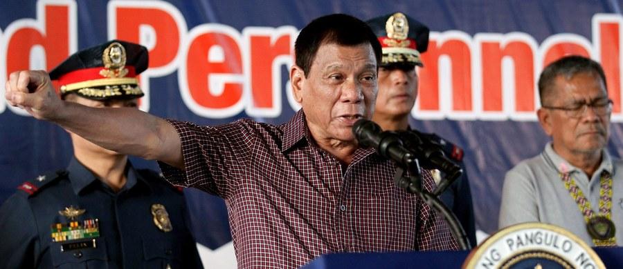 """Prezydent Filipin Rodrigo Duterte powiedział w poniedziałek, że chce odwiedzić w tym roku Rosję i Chiny, by nakreślić niezależną politykę zagraniczną swego kraju i """"nawiązać sojusze"""" z tymi państwami, które tradycyjnie rywalizują z USA."""