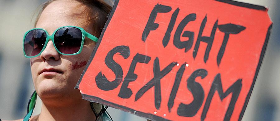 Młoda działaczka CDU Jenna Behrends zarzuciła seksizm szefowi partii w Berlinie Frankowi Henkelowi wywołując kolejną debatę o traktowaniu kobiet aktywnych w polityce. Trzy lata temu podobną dyskusję sprowokował swoimi dowcipami polityk FDP Rainer Bruederle.