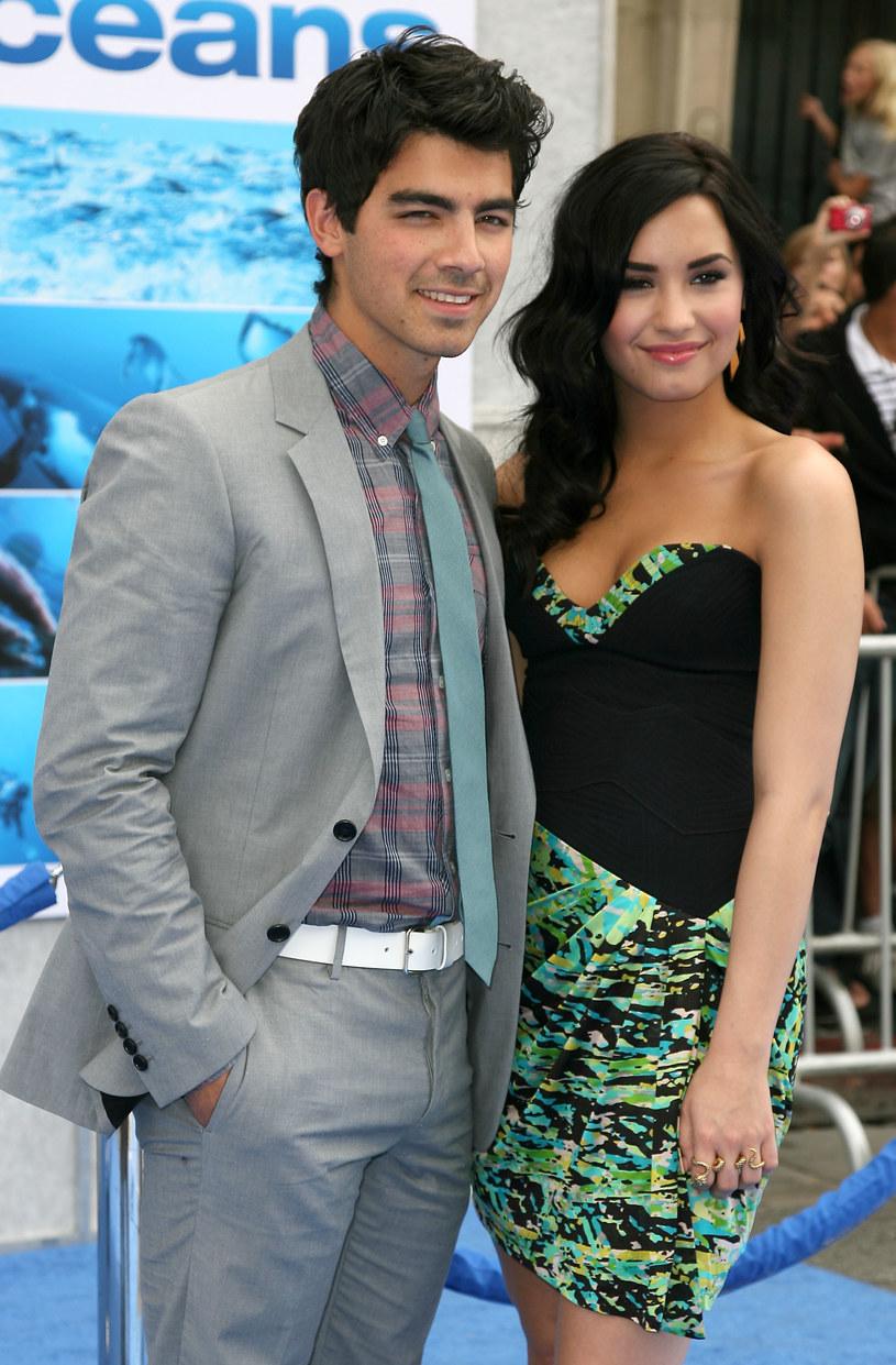 Joe Jonas opublikował na Snapchacie krótki filmik, na którym widać, że razem z Demi Lovato i przyjaciółmi z jego zespołu DNCE utknął w windzie na cztery godziny. Teraz muzyk ujawnił, że nagranie było tylko żartem.
