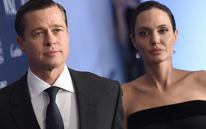 """Żadna inna para nie przyciągała tyle uwagi, co Angelina Jolie i Brad Pitt. Teraz świat latami będzie żył rozwodem """"celebrytów idealnych""""."""