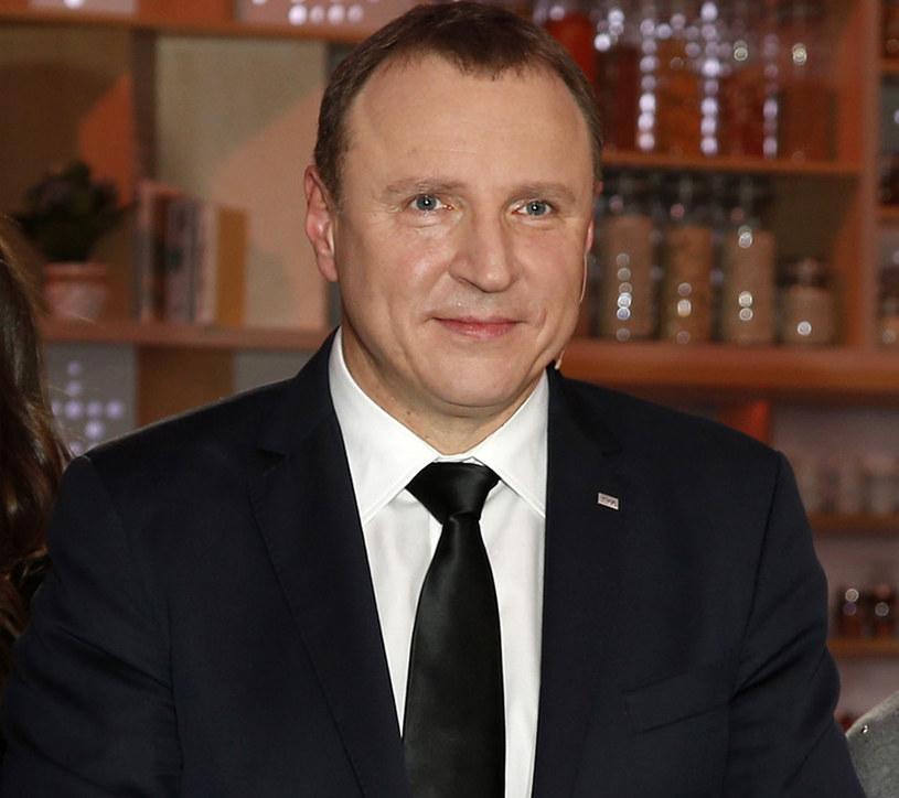 Jacek Kurski postanowił zrobić porządki w TVP. Z Telewizją Polską ma rozstać się doradca zarządu Telewizji Polskiej Jan Maria Tomaszewski, prywatnie kuzyn Jarosława Kaczyńskiego.