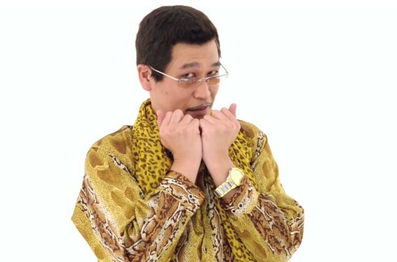 Krótki utwór z Japonii, którego autorem jest komik Kazuhiko Kosaka (działający pod pseudonimem Piko-Taro), w ciągu kilku dni podbił sieć i zdobył miliony wyświetleń.