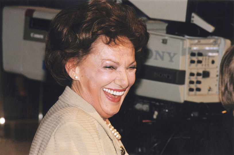 """- Żeby być sobą, to najpierw trzeba być kimś - mawiała Irena Dziedzic. Przez 25 lat prowadziła pierwszy rodzimy talk-show """"Tele-Echo"""". I to z taką energią i wdziękiem, że oglądała ją cała Polska."""