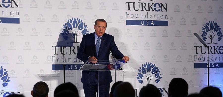 """""""Unia Europejska powinna jeszcze w październiku znieść wizy dla Turków"""" - domagał się  prezydent Turcji Recep Tayyip Erdogan. Zaapelował też do UE, aby jasno opowiedziała się za przyjęciem jego kraju do Wspólnoty lub przeciwko temu."""