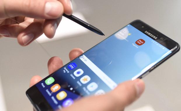 Południowokoreański koncern Samsung zawiesił tymczasowo produkcję swojego nowego smartfona Galaxy Note 7. Urządzenie posiada defekt, który może doprowadzić do samozapłonu. Informację o zaprzestaniu produkcji przekazały Reuters oraz południowokoreańska agencja Yonhap, powołując się na anonimowe źródło. Samsung w rozmowie z BBC powiedział, że nie potwierdza, ani nie zaprzecza przekazanych przez źródło informacji.