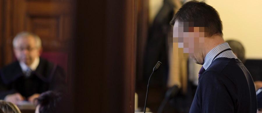 Były policjant z komendy w Sosnowcu Marek G., oskarżony o zabicie żony, nie przyznał się do winy ani pozostałych stawianych mu zarzutów. Przed Sądem Okręgowym w Katowicach ruszył jego proces. Sprawa ma charakter poszlakowy - ciała kobiety nie udało się odnaleźć. Sam oskarżony twierdzi, że żona po kłótni opuściła dom i zerwała kontakt.