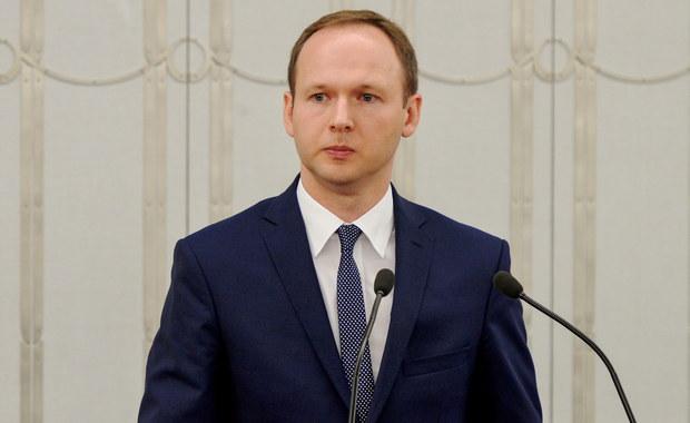 Premier Beata Szydło zdecydowała, że nowym szefem Komisji Nadzoru Finansowego od 13 października zostanie doktor nauk ekonomicznych Marek Chrzanowski - poinformował w poniedziałek PAP rzecznik rządu Rafał Bochenek.