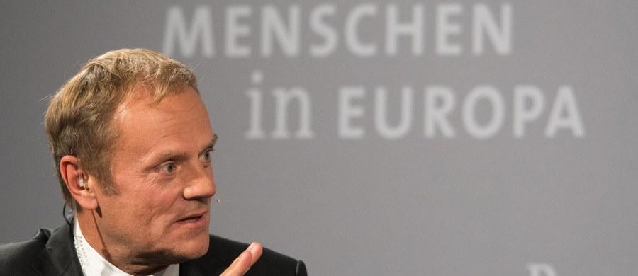 Unia Europejska powinna przedłużyć sankcje wprowadzone wobec Rosji w związku z sytuacją na Ukrainie z racji tego, co dzieje się w Syrii - oświadczył w poniedziałek przewodniczący Rady Europejskiej Donald Tusk.