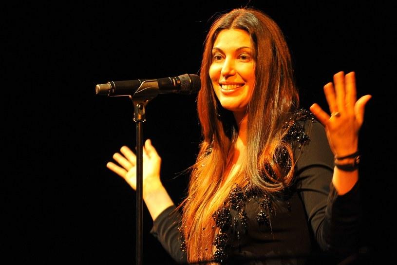 """20 listopada w Teatrze Wielkim w Warszawie zaśpiewa brazylijska wokalistka Ive Mendes, nazywana """"królową smooth jazzu""""."""