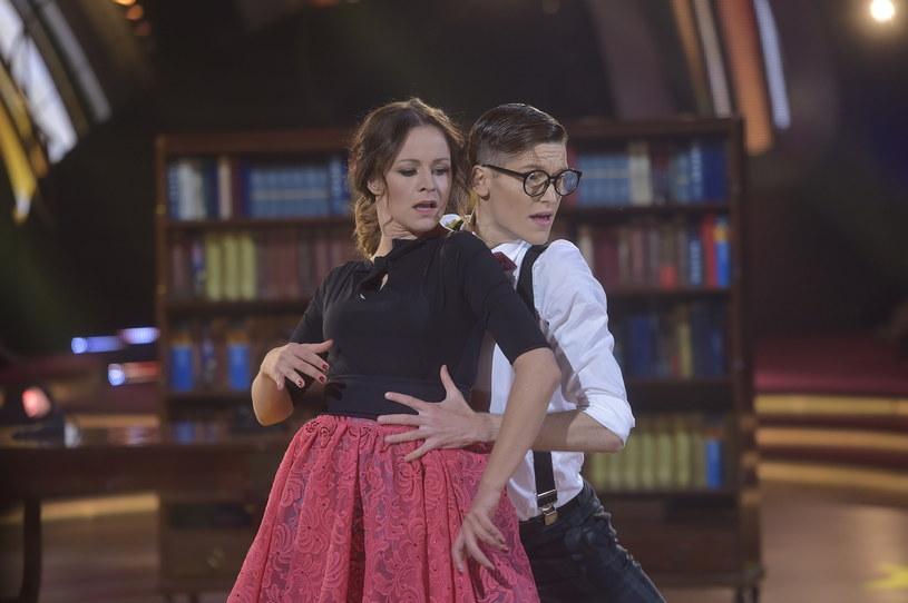 """Ewa Błachnio i Jacek Jeschke odpadli w 7. odcinku """"Tańca z Gwiazdami"""". W show Polsatu pozostały już tylko 4 pary, aż dwie z nich w piątkowy wieczór otrzymały maksymalne oceny jurorów."""
