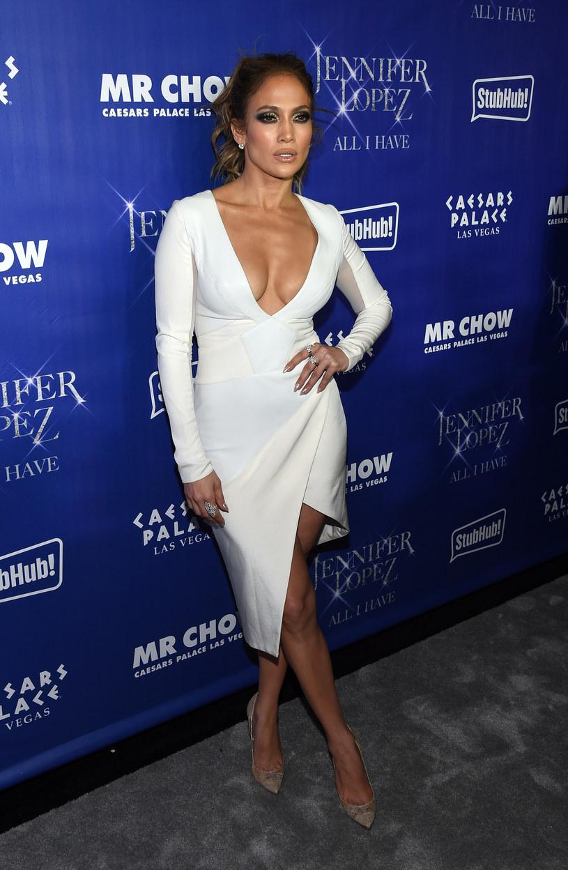 Jennifer Lopez pod koniec sierpnia rozstała się z Casperem Smartem. Według nieoficjalnych informacji powodem miała być zdrada jej partnera.