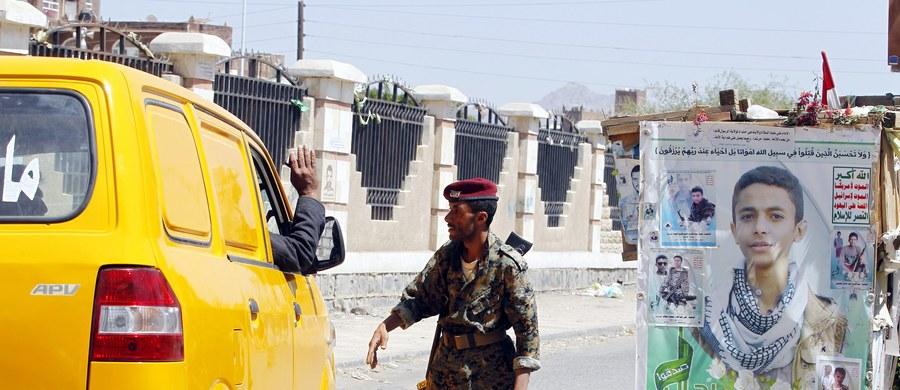 Zgodnie z poniedziałkowymi zapowiedziami w Jemenie zaczął obowiązywać 72-godzinny rozejm między wojskami rządowymi i rebeliantami Huti. Niewykluczone, że zostanie on przedłużony.