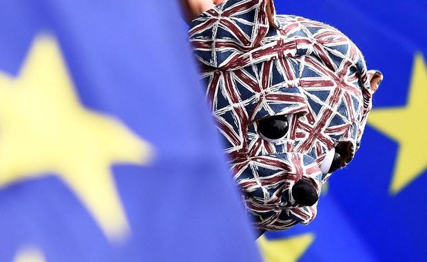 Rząd Szkocji przedstawi dziś projekt ustawy torującej drogę do drugiego referendum w sprawie niepodległości tego kraju. Jak podkreśla premier Nicola Sturgeon, jest on odpowiedzią na Brexit. Projekt ustawy nie zawiera daty referendum i jest jedynie dokumentem konsultacyjnym. Niemniej rozpoczyna on ważny proces legislacyjny.