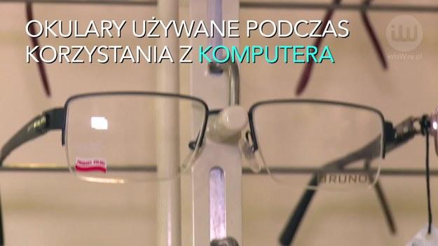"""Długo pracujesz przy komputerze? W efekcie twoje oczy coraz częściej są zaczerwienione, zmęczone, bolą cię i zaczynasz gorzej widzieć? Nie pozwól, by to trwało. W przeciwnym razie twoje kłopoty ze wzrokiem mogą stać się jeszcze większe.   Jak mówi dr n. med. Andrzej Styszyński, wykładowca na Uniwersytecie im. Adama Mickiewicza w Poznaniu na kierunku optometria: """"Przy długotrwałej pracy z monitorami mogą występować różne dolegliwości. Pojawia się dyskomfort, którego przyczyny bywają związane np. z nieskorygowaną wadą wzroku lub niewłaściwie zorganizowanym miejscem pracy"""". Pamiętajmy wobec tego, że komputer na każdym stanowisku powinien być ustawiony tak, aby na ekranie monitora nie tworzyły się odblaski i pracownik nie miał problemów z odbieraniem pojawiających się na nim obrazów oraz odczytywaniem tekstów."""