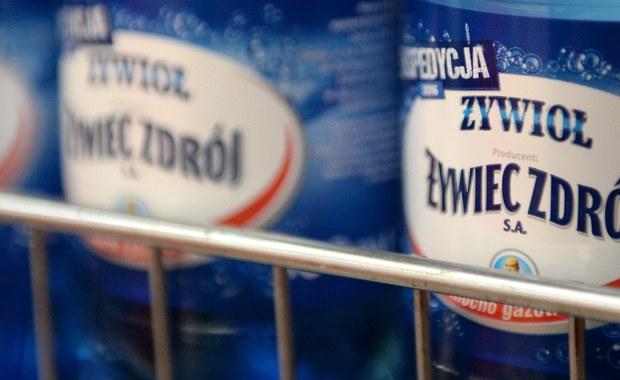 Środek używany do utwardzania żywic znajdował się w butelce wody Żywiec Żywioł Zdrój, którą poparzył się mieszkaniec Bolesławca. Do prokuratury dotarła już opinia biegłych, którzy zbadali zawartość butelki.