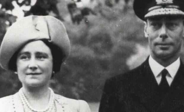 """Magia kina przybliżyła milionom widzów postać jednej z najbardziej znanych, jąkających się osób na świecie. Był nim brytyjski król, Jerzy VI. W 1936 roku niepodziewanie odziedziczył koronę po bracie, który abdykował. Film """"Jak zostać królem"""" - z Colinem Firthem w roli głównej - opowiada historię osobistej walki z językową przypadłością i zwycięstwa nad nią. Film został nagrodzony czterema Oscarami."""