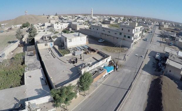 """Mimo """"przerw humanitarnych"""" w walkach o Aleppo mieszkańcy nie odważyli się opuścić oblężonego miasta. Nie przeprowadzono też ewakuacji rannych i chorych - poinformowało w sobotę Syryjskie Obserwatorium Praw Człowieka."""